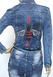 Жіноча джинсова куртка з стразами