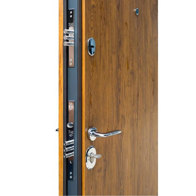 фото открытой двери