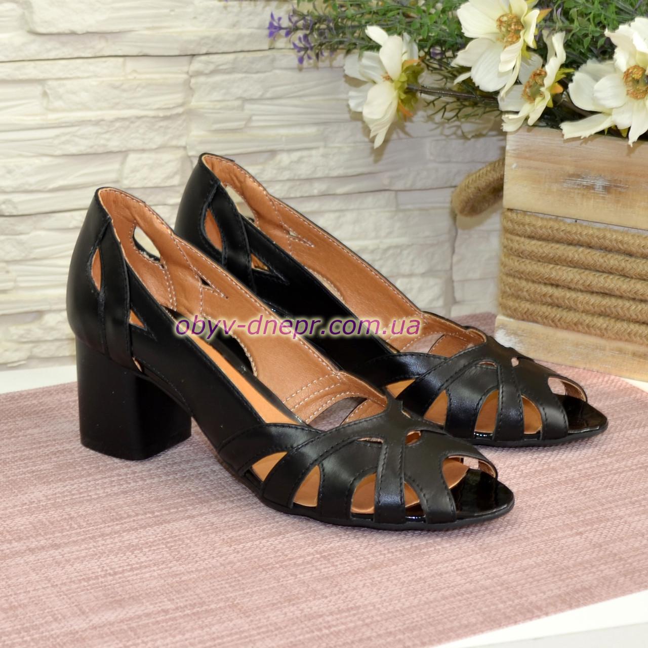 Кожаные черные женские босоножки на невысоком устойчивом каблуке