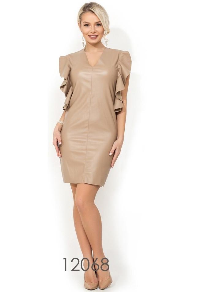 Бежевое кожаное платье с оригинальными рукавами Д-1301