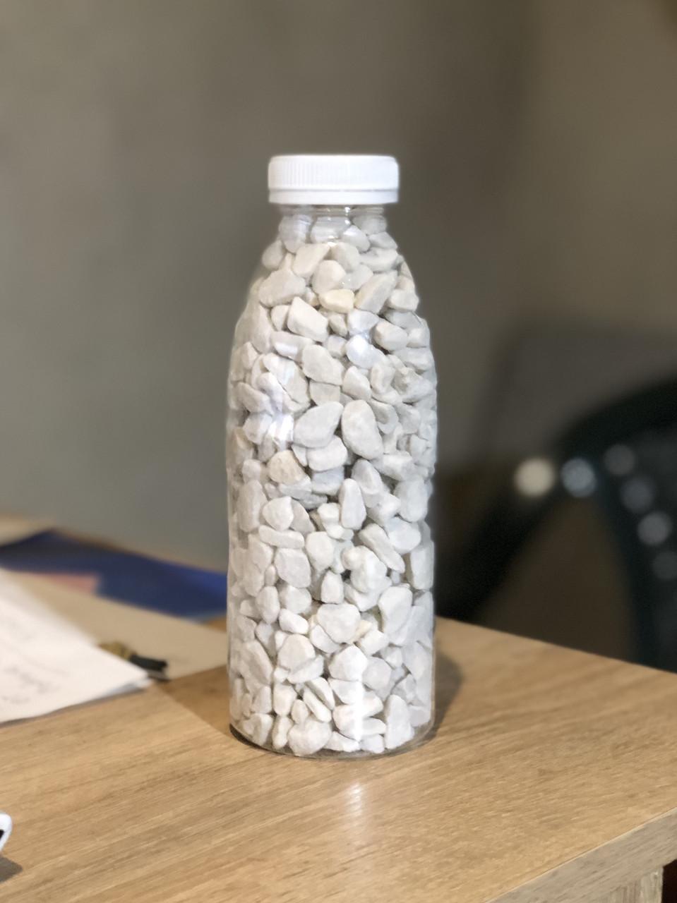 Мраморная Крошка в декоративной бутылке (8-12 мм)