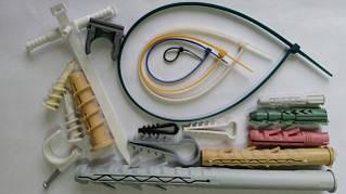 Крепления из пластика и нейлона ( быстрый монтаж, стяжки, пробки, елочки монтажные)