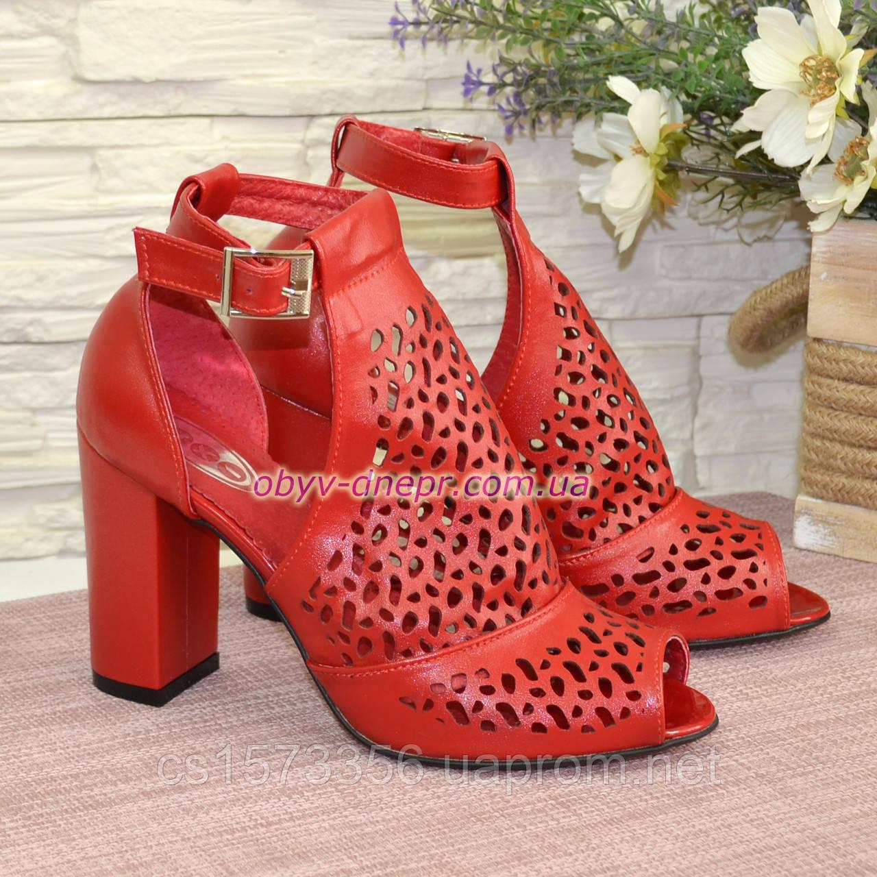Женские кожаные красные босоножки на устойчивом каблуке