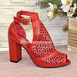 Женские кожаные красные босоножки на устойчивом каблуке, фото 2