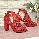 Женские кожаные красные босоножки на устойчивом каблуке, фото 3