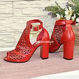 Женские кожаные красные босоножки на устойчивом каблуке, фото 4