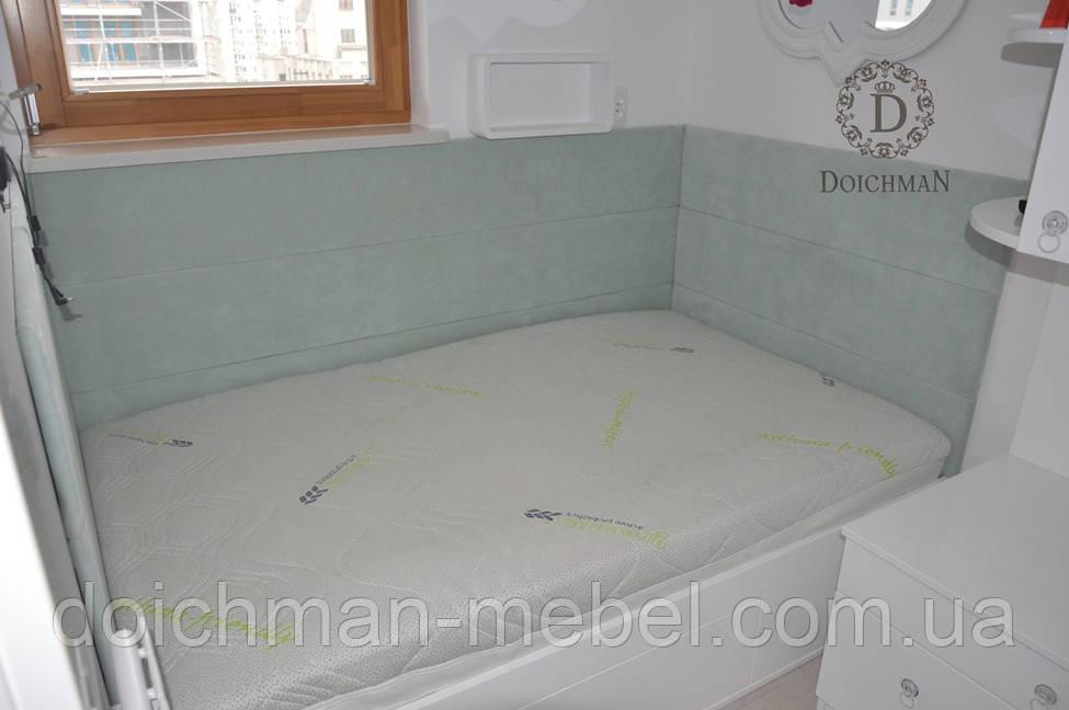 Мягкая стенка для кровати