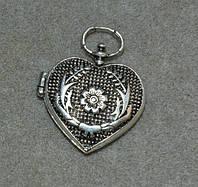 Медальон сердце с петелькой 2 фото.