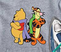 Картинки на дорожні сумки Вінні і Тигри в шарфах [Свій розмір і матеріали в асортименті]