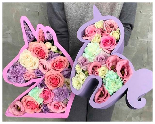 Фигурные коробки для цветов и сладостей