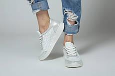 VM-Villomi Белые женские перфорированные кроссовки с серебряными вставками