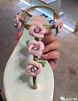 Красивые кожаные шлепанцы цветы