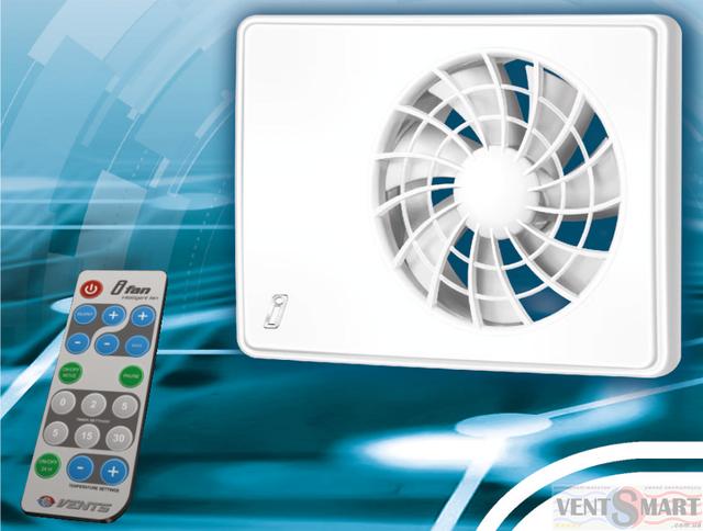 Изображение умного вытяжного осевого вентилятора Вентс іФан и пульта управления вентилятором (пульт ДУ позволяет дистанционно управлять всеми функциями и режимами работы вентилятора)