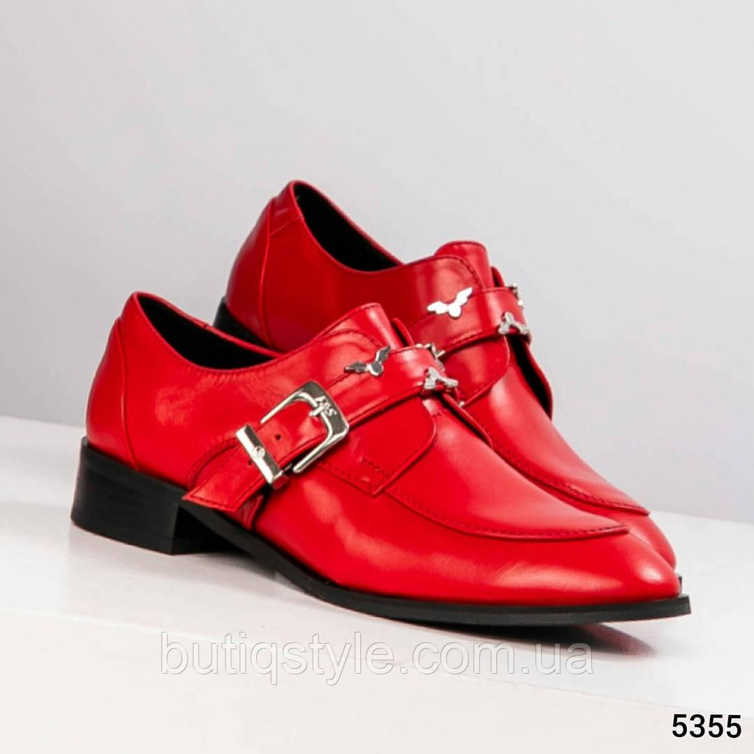 Яркие женские туфли красные с пряжкой на низком ходу натуральная кожа