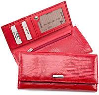 Красный лаковый кошелек с оригинальным тиснением KARYA