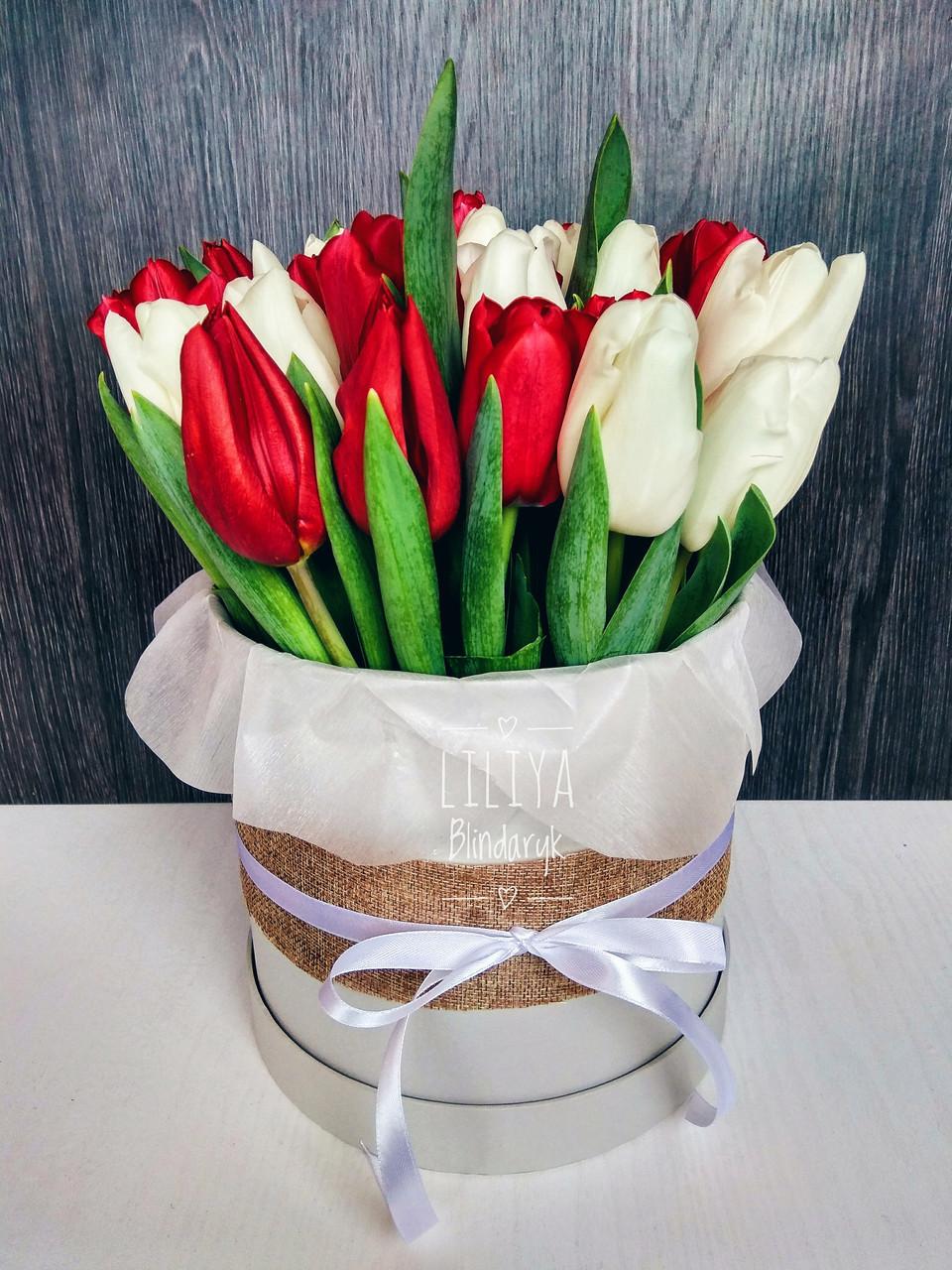 Букет 25 тюльпанов в шляпной коробке