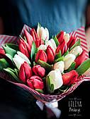 Букет 25 білих і червоних тюльпанів