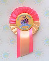 Значок Выпускник группы Барвинок с розеткой Бежево-розовая