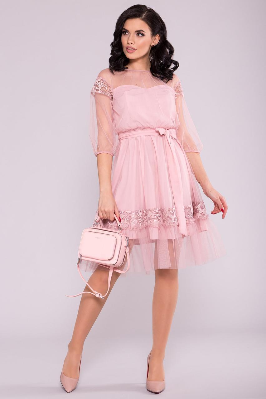 Шикарное платье декорированное сеткой и кружевом