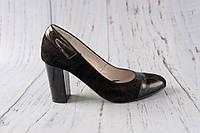 Замшеві в поєднанні з лаком жіночі туфлі