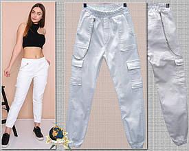 Джинсы женские карго белого цвета на резинке с карманами