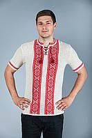 Вязаная рубашка с коротким рукавом и красным орнаментом