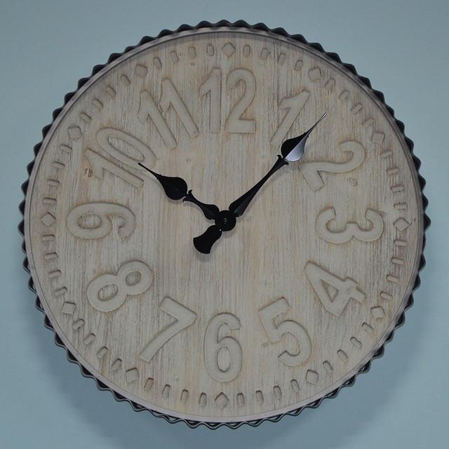 Большие деревянные настенные часы (фото)