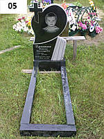 Дитячий пам'ятник хрест з серцем із граніту