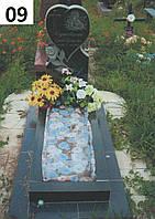 Дитячий пам'ятник з трояндою в формі серця із граніту