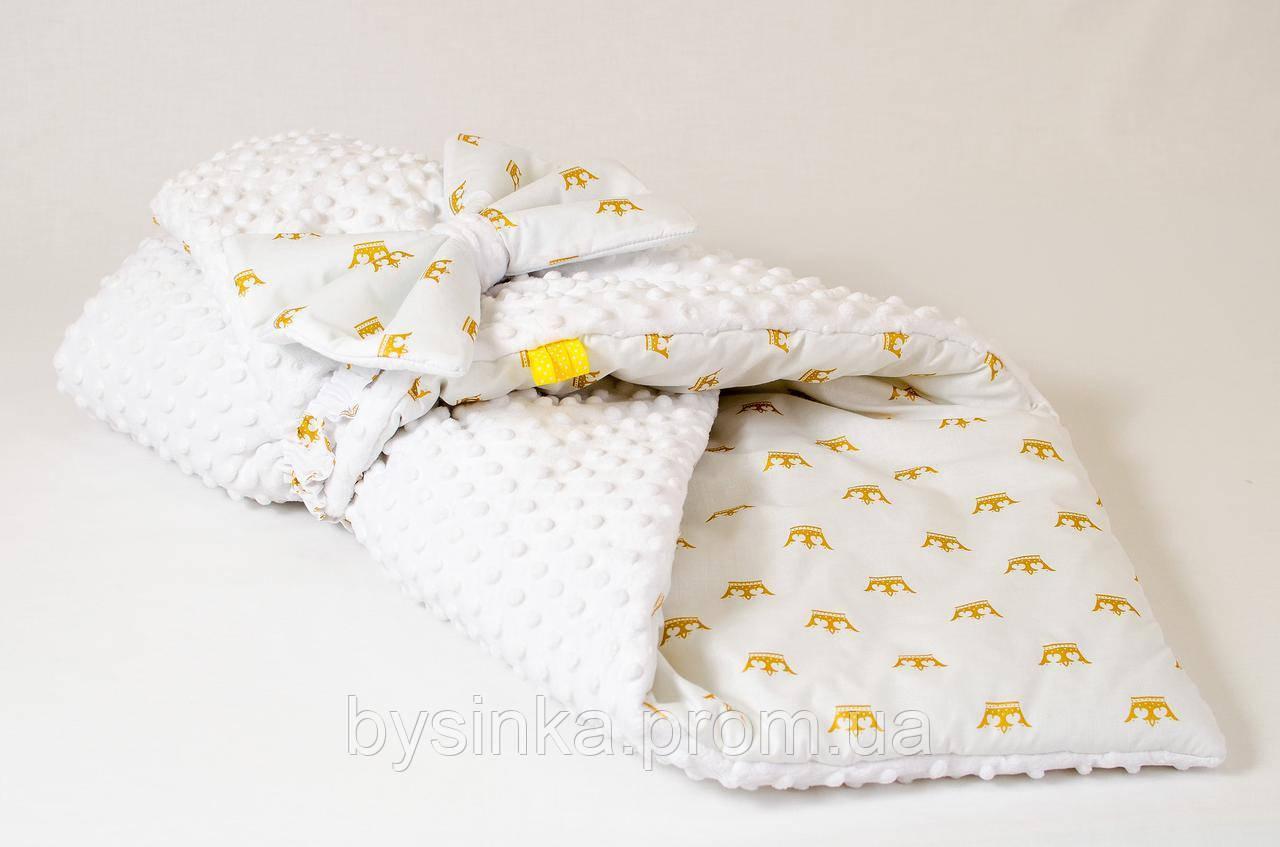 Демисезонный плюшевый конверт - одеяло на выписку BabySoon Золотые короны 78 х 85 см (566)
