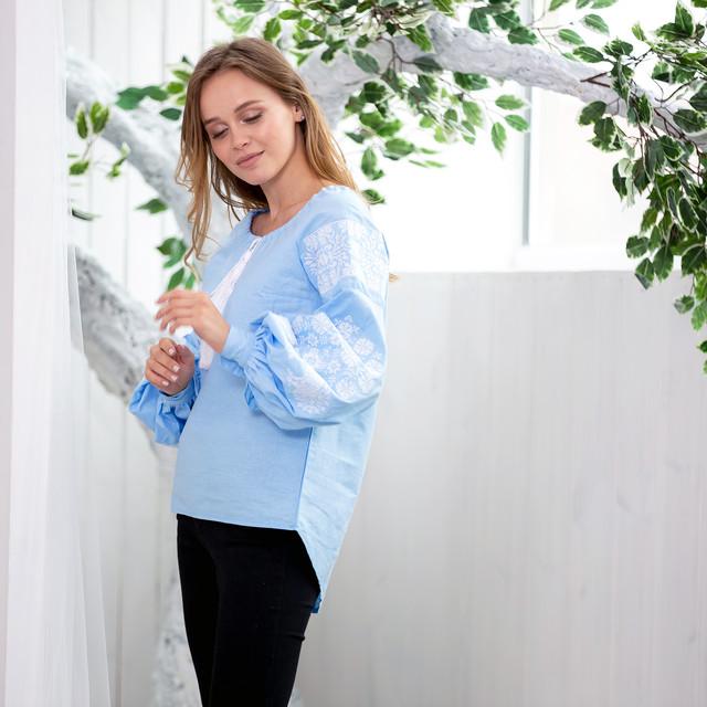 Современная вышитая рубашка из натуральной ткани