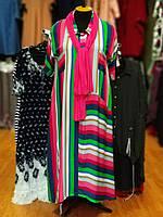 Стильное платье из штапеля в яркую полоску розового цвета с шарфиком