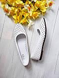 Женские летние кожаные балетки с перфорацией (белые), фото 2