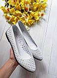 Женские летние кожаные балетки с перфорацией (белые), фото 4