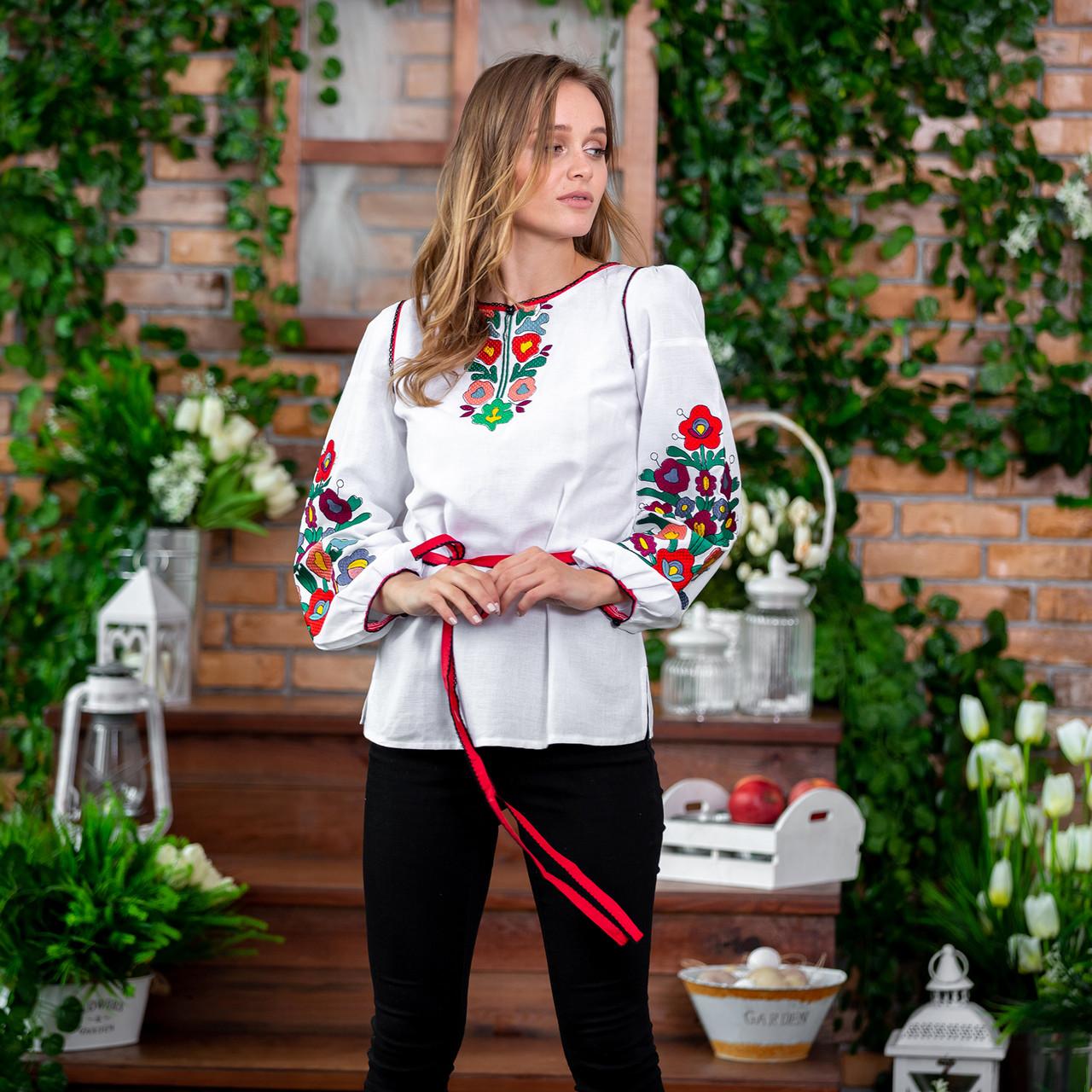 Женская вышиванка с цветами Лелитка