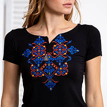 Черная женская футболка с вышивкой Узор синий, фото 2