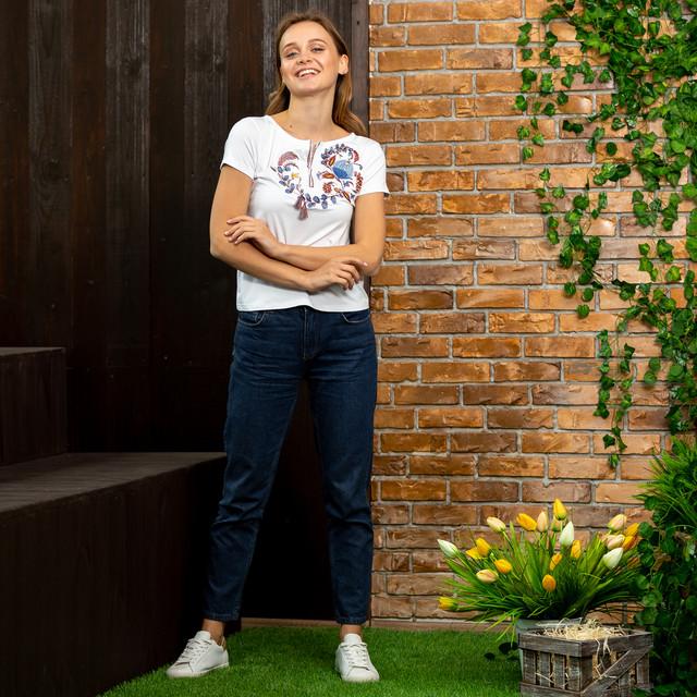 Женская футболка с вышивкой Петриковская роспись