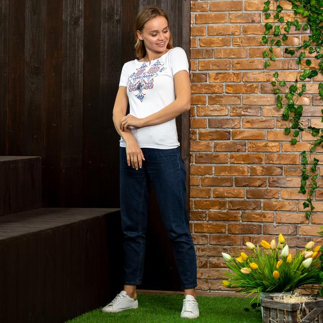 Белая футболка вышиванка Узор синий
