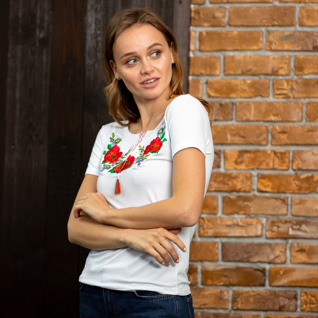 Женские трикотажные футболки с вышивкой Маковое поле