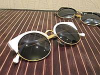 Очки солнцезащитные в ретро стиле - глаза кошечки, белый цвет, душки и обод окуляра металл золотистого цвета, фото 1