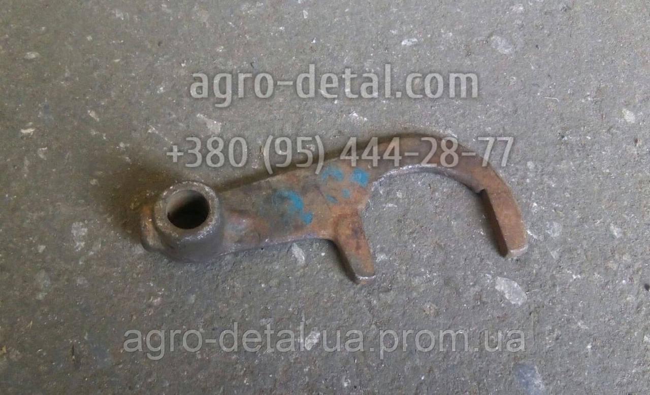 Вилка переключения редуктора 40-1702028 скоростей коробки передач трактора ЮМЗ 6