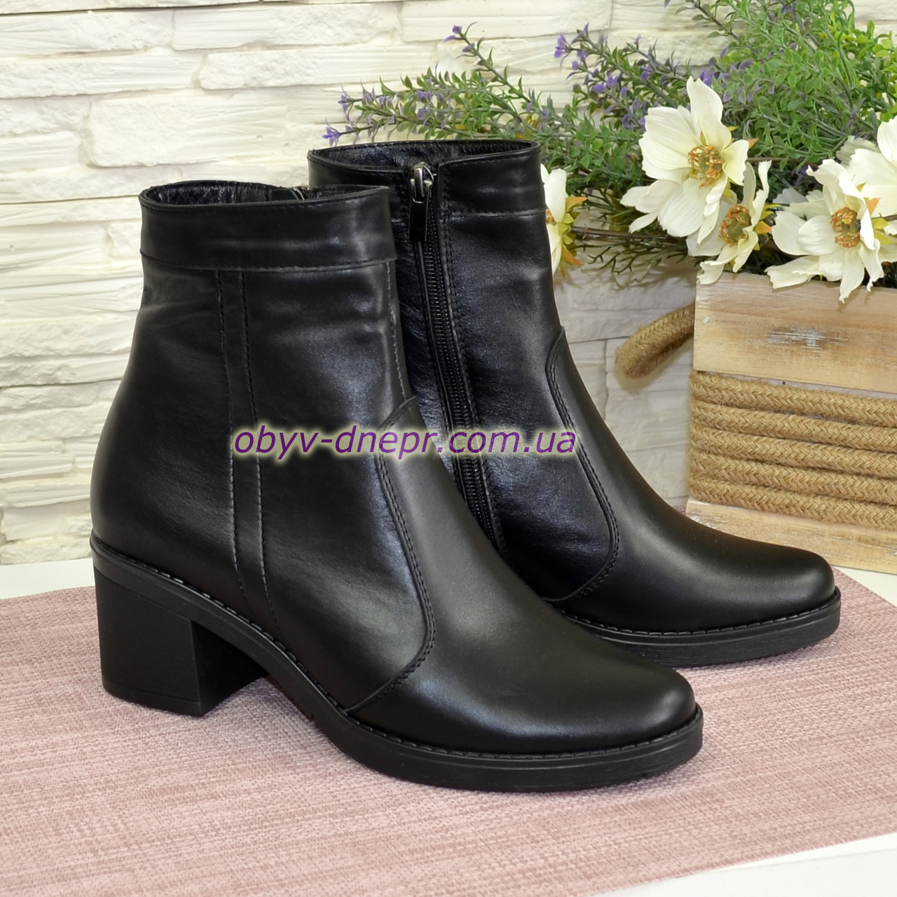 Ботинки зимние кожаные на невысоком каблуке