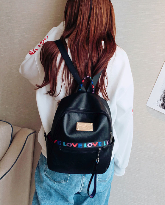 Рюкзак жіночий чорний кожзам. з написами Love