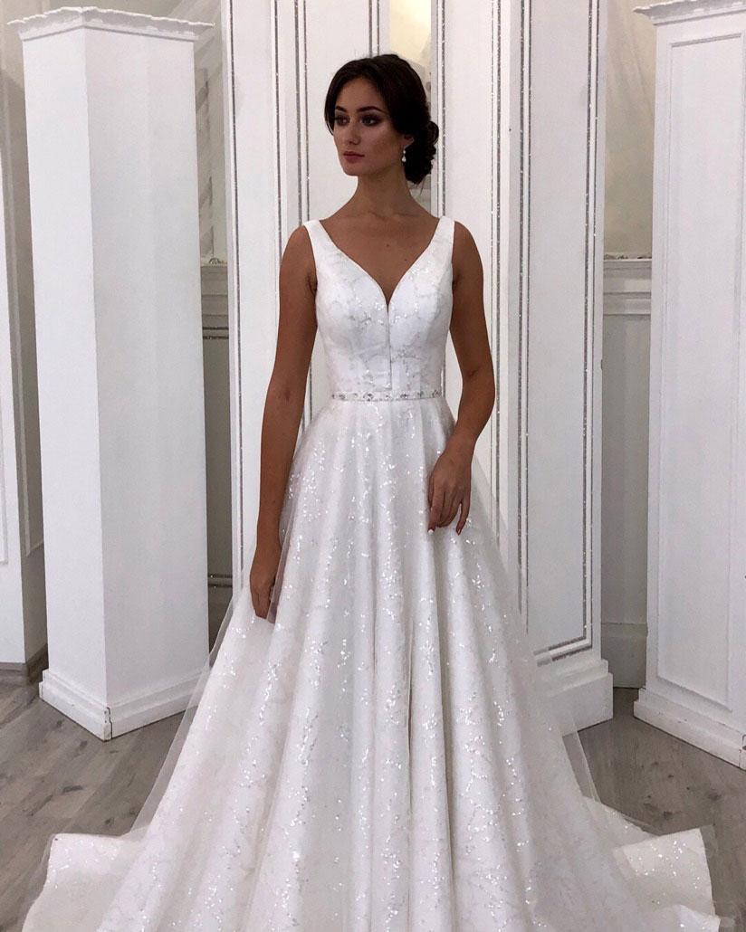 Блестящее свадебное платье на бретелях, с V-образным вырезом на груди.  Lady Vlady 2019