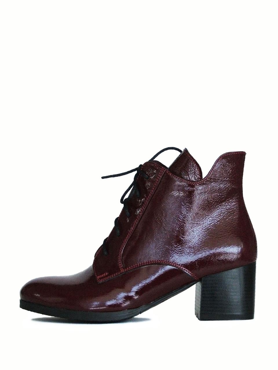 Лаковые бордовые ботинки женские