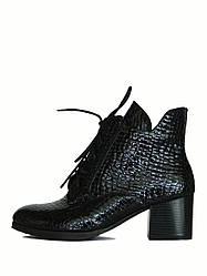 Стильные лаковые ботинки на шнуровке