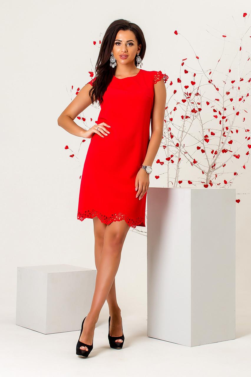 Платье с перфорацией красного цвета