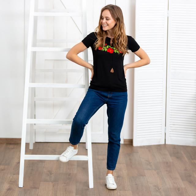Женская футболка вышиванка Багровые маки