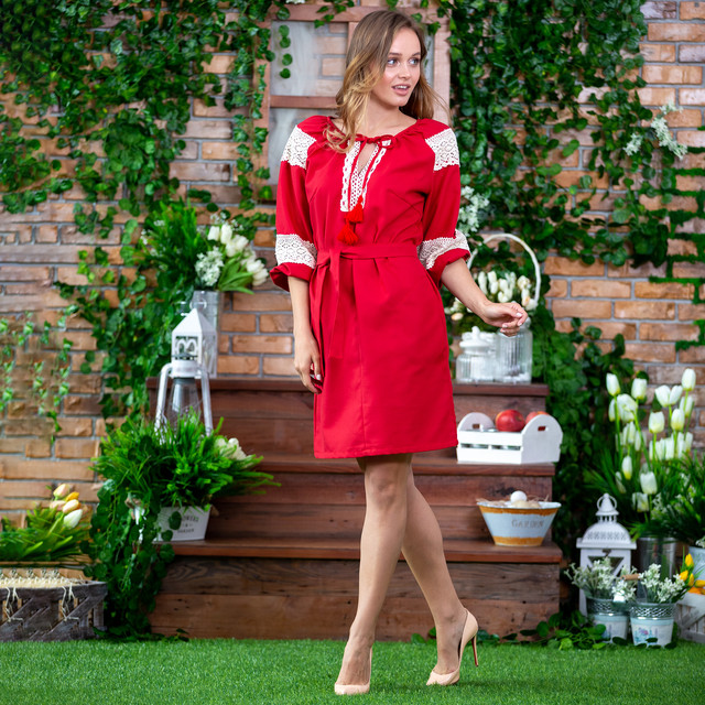 Женское красное платье вышиванка с кружевом