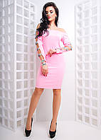 Облегающее платье с вырезами и пайетками на рукавах